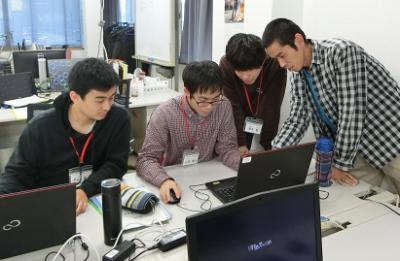 実習中の学生の写真