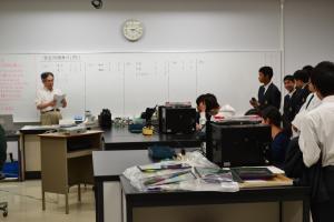 半導体デバイス工学の授業見学の写真