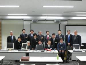 受講生と講師陣の写真