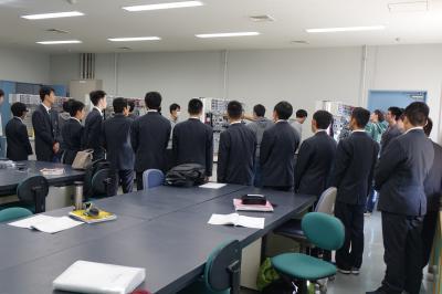 機械システム技術科の実習見学の写真