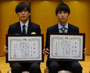受賞した竹下君と三野君の写真