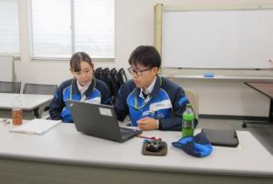 実習中の加藤さんの写真